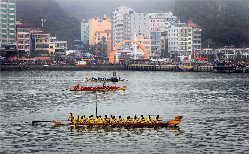 Dragon Boat racing festival in Cat Ba island