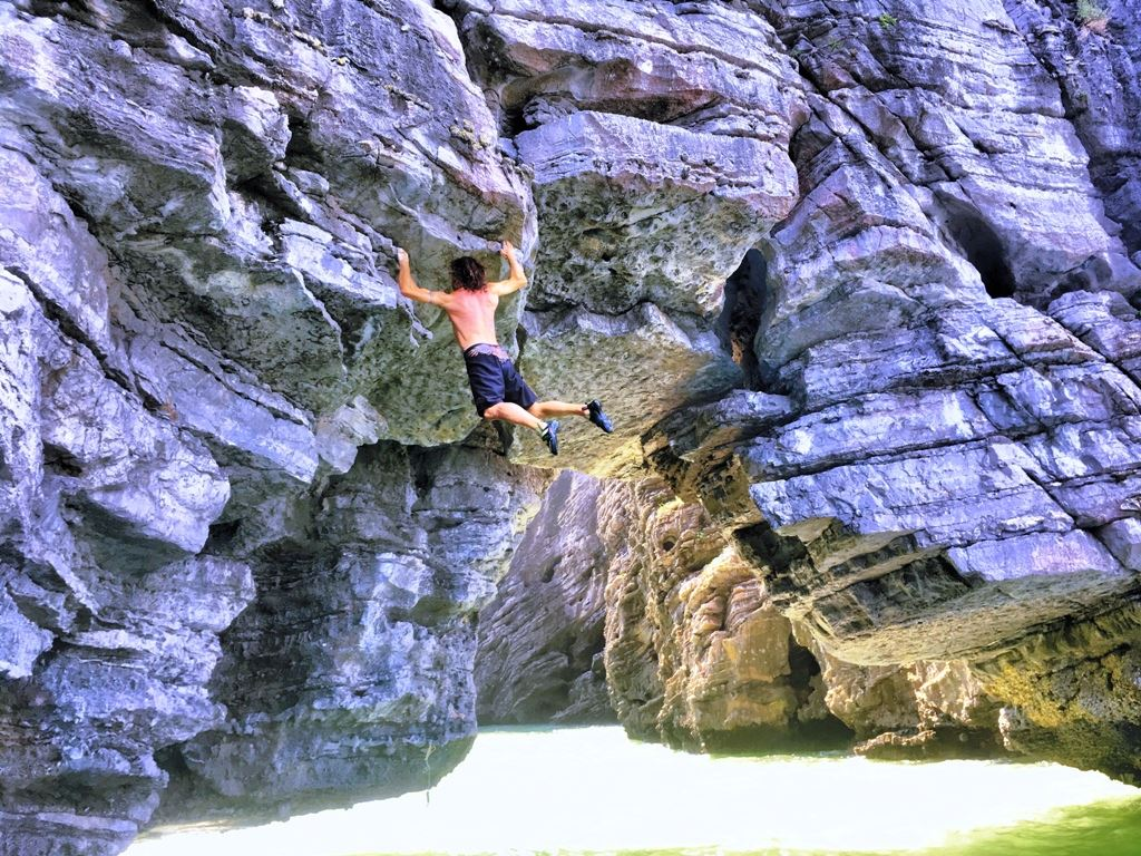 Half day deep water soloing on Lan Ha Bay (DWS)
