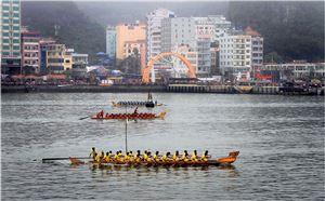 Lễ hội đua thuyền rồng trên biển 31/3 hàng năm