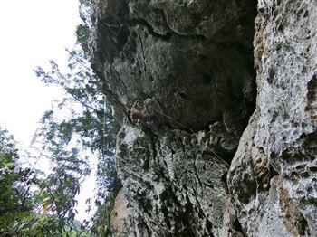 Nửa ngày leo núi tại Cát Bà - thung lũng Bí ẩn