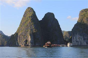 2 ngày 1 đêm trên bè nổi, du thuyền tham quan vịnh Lan Hạ